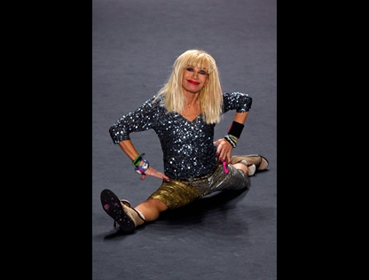 Designer Betsey Johnson doing the splits